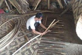 Permintaan anyaman bilik bambu di Lebak meningkat, penghasilan perajin Rp13 juta/bulan