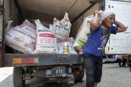Disperta Kota Madiun salurkan bantuan pupuk organik ke petani