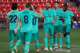 Kemenangan dari Granada 2-1 bikin satu kaki Madrid di tangga juara