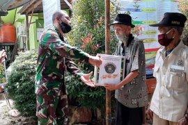 Giliran warakawuri dan veteran terima bantuan sembako