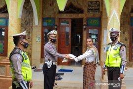Polres Tapsel serahkan bantuan beras 500 sak untuk ringankan beban warga terdampak COVID-19