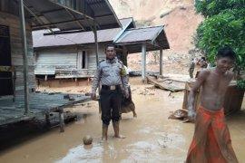 Dua rumah rusak berat diterjang longsor di Peniraman