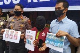 Pemuda di Pekanbaru ditangkap polisi akibat bayar wanita panggilan pakai uang palsu