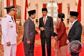 Benarkah Jokowi tugaskan Prabowo bubarkan FPI?