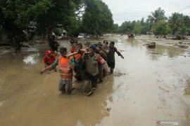Bertambah korban meninggal banjir bandang di Luwu jadi 16 orrang,  223 rumah rusak berat