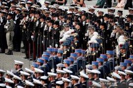 Seorang menteri Prancis sempat kerepotan saat lupa gunakan masker di acara resmi