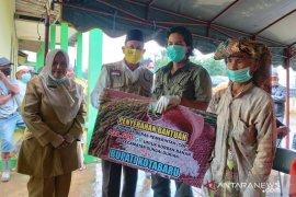 Bupati serahkan bantuan korban banjir Sampanahan