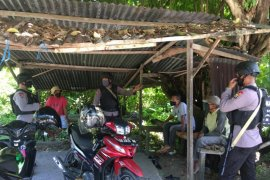 Brimob Polda Maluku gencarkan sosialisasi tangkal isu bohong COVID-19
