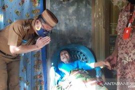 Wabup Gorontalo Utara lakukan inovasi penyaluran BLT bagi para lansia