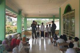 Satgas TMMD bimbing anak-anak Taman Pengajian Al-quran