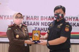 Kejari Bengkalis terima penghargaan dari  KPPBC