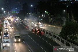 Polisi tembakan gas air mata untuk bubarkan massa di depan Gedung DPR/MPR