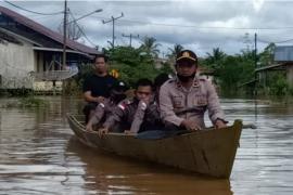 Banjir di Putussibau Selatan sejumlah rumah warga dan jalan terendam