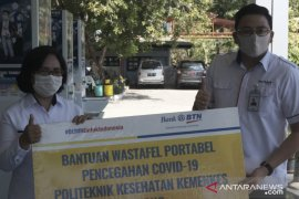 ANTARA FOTO - BTN Kupang Berikan Westafel Portabel Ke Poltekes