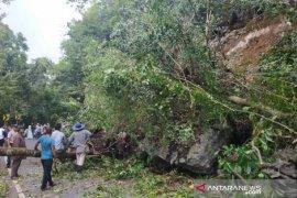 Longsor di Gunung Paro dan Kulu, transportasi terputus