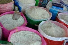 Harga beras antarpulau di pasar tradisional Ambon normal
