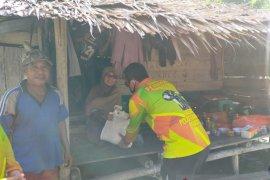 Polres Bangka Barat bagikan sembako kepada nelayan