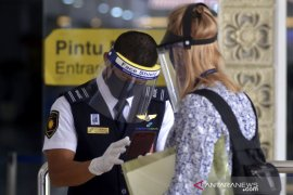 Semua Instansi Bandara Ngurah Rai evaluasi adaptasi kebiasaan baru