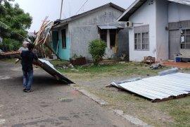 Enam rumah di Banda Aceh rusak diterjang angin