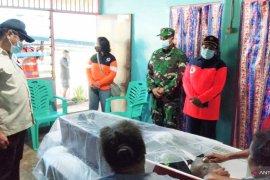 Pemko Sorong santuni keluarga korban meninggal akibat banjir