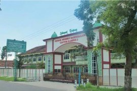 Lima santri Gontor positif COVID-19 kembali dikirim ke  Surabaya