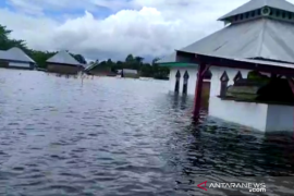 Flash flood affects 2,281 households in SE Sulawesi's 14 sub-districts
