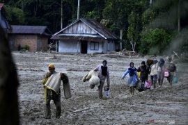 Kemenkes ingatkan protokol kesehatan penanganan korban banjir Luwu Utara