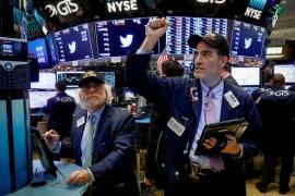 Wall Street beragam, ketika investor pertimbangkan stimulus dan kenaikan virus