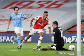 Dua gol Aubameyang bawa Arsenal lewati City menuju final Piala FA