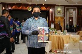 Wali Kota Banjarmasin terima ATM KTP dari Kemendagri