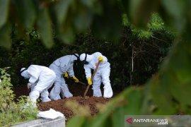 Diambil pihak keluarga, dua jenazah positif COVID-19 dimakamkan tanpa protokol