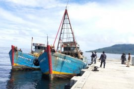 Gugus Tempur Laut Koarmada I minta nelayan Natuna tidak perlu takut melaut
