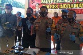 "Polres Indramayu bekuk empat pencuri spesialis baterai ""BTS"""