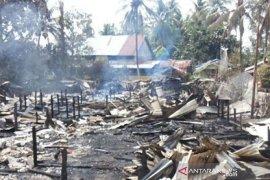 Pemkab Kapuas Hulu bantu korban kebakaran rumah Betang Nyabau