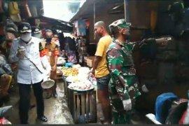Wali Kota Ambon sosialisasi gunakan masker di pasar