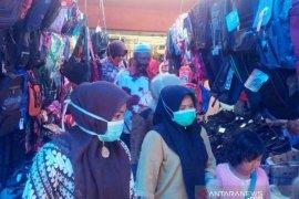 Pedagang pasar rakyat Tapsel wajib pakai masker hindari COVID-19