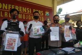 Polres Mojokerto tangkap tiga pelaku pencurian bermodus pecah kaca mobil