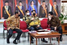 Komite dibentuk Presiden terdiri dari tiga unsur