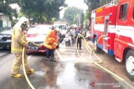 Pemotor terjatuh di Jalan Jambore akibat tumpahan oli