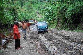 Jalan Sumsel-Bengkulu sejauh 49 kilometer mulai dibangun