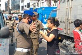 Ribuan warga di Jakbar  terjaring razia masker