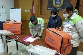 Adaro Group hands over ventilator to Banjarmasin's Bhayangkara Hospital
