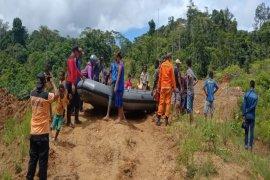 Tim SAR evakuasi korban tewas diterkam buaya di Nabire