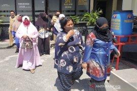 Ketua RT diduga tahan BST, puluhan emak-emak lapor polisi