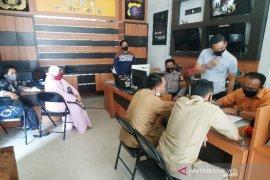 Emak-emak di Kotawaringin Timur laporkan Ketua RT tahan BST