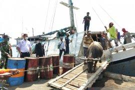 Jelang Idul Adha, petugas Kesyahbandaran Situbondo awasi aktivitas bongkar muat sapi