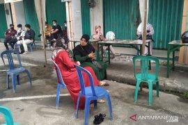 Pasar Rapak disemprot disinfektan karena pedagang positip COVID-19
