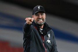 Juergen  Klopp minta pendukung Liverpool di rumah saat penyerahan trofi juara