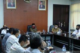 Bupati Aceh Barat dukung kehadiran videotron perdana Perum LKBN ANTARA di Aceh