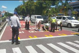 Dishub Kota Pontianak bangun marka jalan dengan jarak aman di perempatan